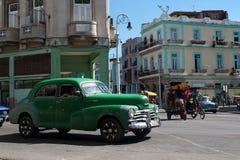 Hawański, Kuba, Lipiec 2014 - stary amerykański samochodowy działanie jako taxi przy Hawańskim, Cuba Obrazy Royalty Free