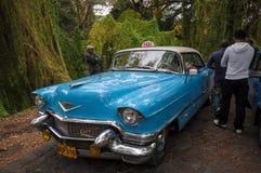 HAWAŃSKI, KUBA, STYCZEŃ - 18, 2013 Klasyczny Amerykański parking samochodowy na str Fotografia Stock