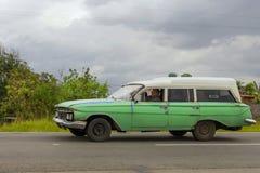 HAWAŃSKI, KUBA, STYCZEŃ - 03, 2018: Rocznika klasyczny Amerykański samochodowy ri Zdjęcie Stock