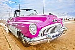 HAWAŃSKI, KUBA STYCZEŃ 27, 2013: Stary retro samochód na ulicie w Stary Hawańskim, Kuba HDR skutek Zdjęcia Royalty Free