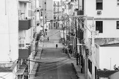 HAWAŃSKI, Typowa ulica w Hawańskim, Kuba w disrepair na Oc 29, 2015 KUBA, PAŹDZIERNIK - 26,2015 - Ulica pokazuje skutki bieda obraz stock