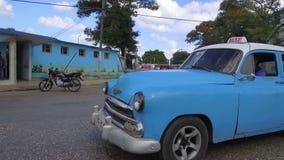 Hawańskie ulicy z jaskrawymi colours i kubańskim styl życia w słonecznym dniu - Kuba zbiory