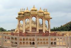 Hawa Mahal (i sida). Royaltyfria Foton