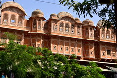 Hawa Mahal, Jaipur Indie. The palace of Jaipur, erected in 1799 on the initiative of the Sawai Pratapa Singh maharaja, is a perfect example of Rajputs Stock Photos