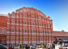 Hawa Mahal ou palais des vents le 29 janvier 2014 à Jaipur, Inde.  Les concubines pourraient regarder hors des fenêtres de palais Photos stock
