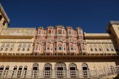 Hawa Mahal Palace del ` de los vientos o del palacio del ` del ` de la brisa es un palacio en Jaipur, la India Se construye de la imágenes de archivo libres de regalías