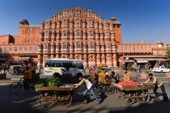Hawa Mahal Palace i den Jaipur staden Arkivbild
