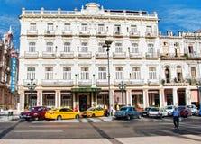HAWAŃSKI, KUBA, LIPIEC - 13, 2016: Historyczny Hotelowy Inglaterra foun Obrazy Royalty Free