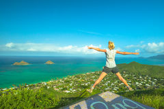 Hawaiano che fa un'escursione godere immagine stock libera da diritti