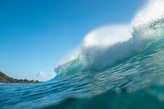 Hawaiansk våg för Barreling arkivfoto