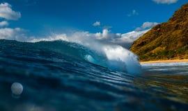 Hawaiansk våg för Barreling royaltyfri fotografi