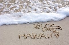 Hawaii. Nice Hawaii note written on white sand with ocean waves on background Royalty Free Stock Photos