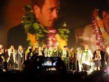 Hawaii Five-O ensembleställning på etapp på natten Royaltyfria Bilder
