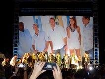 Hawaii Five-O ensembleställning på etapp på natten Arkivfoto