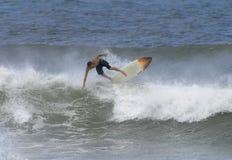 Hawaii que practica surf Imagenes de archivo