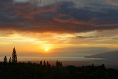 Hawaii - solnedgång på ön av Maui royaltyfria foton