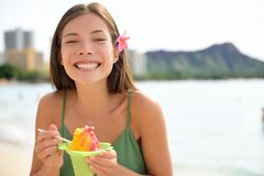 Hawaii woman on Waikiki eating Hawaiian shave ice Royalty Free Stock Photos