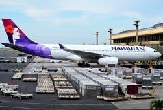 Hawaiiaans luchtvaartlijnenvliegtuig bij luchthaven royalty-vrije stock afbeeldingen
