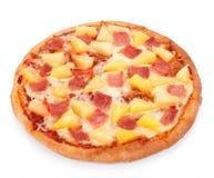 Hawaiiaanse die Pizza op een witte achtergrond wordt geïsoleerd royalty-vrije stock foto's