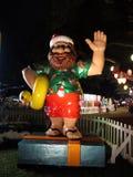Hawaiiaanse Santa Figures houdt rubber ducky aangezien hij golft Stock Afbeeldingen