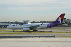 Hawaiian Airlines-straal op tarmac in John F Kennedy International Airport in New York royalty-vrije stock afbeelding
