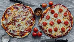 Hawaiian e pizza do margherita imagens de stock