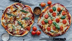 Hawaiian y pizza del margherita imagenes de archivo