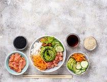 Hawaiibo petar bunken med laxen, ris och grönsaken royaltyfri fotografi