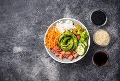 Hawaiibo petar bunken med laxen, ris och grönsaken fotografering för bildbyråer
