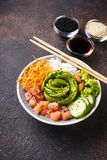 Hawaiibo petar bunken med laxen, ris och grönsaken arkivfoton