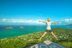 Hawaiibo som fotvandrar att tycka om Royaltyfri Bild