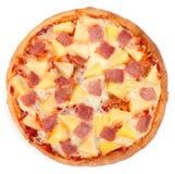 Hawaiische Pizza auf weißem Hintergrund Stockbild