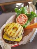Hawajski ananasowy hamburger obraz stock