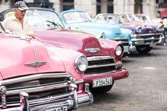 Hawański, Kuba, Wrzesień - 22, 2015: Klasyczny amerykański samochód parkujący o Zdjęcia Royalty Free