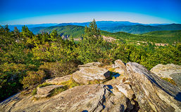 Hawksbill Mountain at Linville gorge with Table Rock Mountain la royalty free stock photography