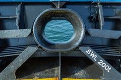 Hawse de un buque de carga foto de archivo