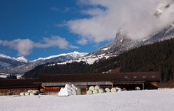 Hay Bales, alpi svizzere a Trin Mulin Fotografie Stock