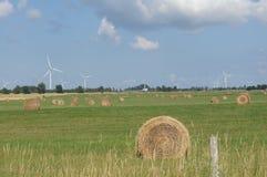 Hay Bales & generatori eolici Fotografie Stock