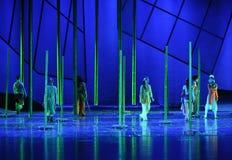 Hay gente en el drama de bambú de la danza del bosque- la leyenda de los héroes del cóndor Foto de archivo