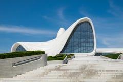 Haydar Aliyev Centre a conçu par l'architecte Zaha Hadid images stock