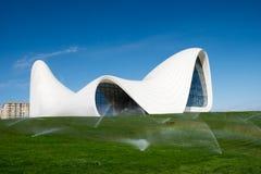 Haydar Aliyev Centre projetou pelo arquiteto Zaha Hadid Imagens de Stock Royalty Free