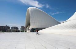 Haydar Aliyev Centre projetou pelo arquiteto Zaha Hadid Fotografia de Stock Royalty Free