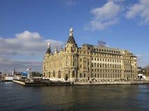 Haydarpasa centralstation som bygger Istanbul - Turkiet royaltyfri foto
