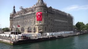 Haydarpasa historisk drevstation under renovering i Istanbul stock video