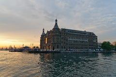 Haydarpasa järnvägsstation i istanbul Arkivfoto