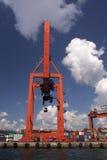 Haydarpasa kommersiell skeppsdocka och röd behållarekran Royaltyfri Foto
