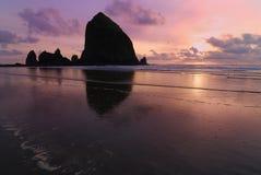 Haystack en la playa del cañón fotos de archivo