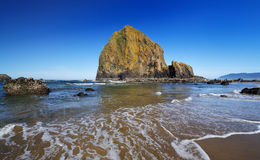 Haystack rock and canon beach Royalty Free Stock Photography