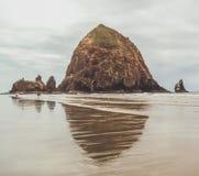Haystack skała na Oregon wybrzeżu obrazy stock