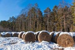 Haystacks i śnieg Zdjęcia Royalty Free